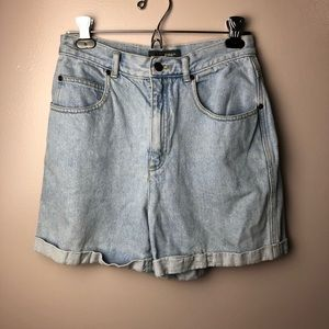 Vintage Liz Wear Light Wash Jean Shorts Size 10